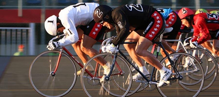 競輪の競走中に起きる「アンコ」は、危険と隣り合わせのプロ競輪選手の戦術
