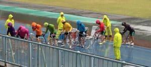 競輪の雨は先行が有利!?野外競輪場で起きる雨のレースの予想や影響を解説